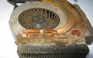 Така изглежда задръстена с мръсотия охладителната система на лаптоп
